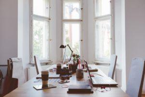 Comment appliquer les principes du Feng Shui dans un centre de coworking. Afin de créer un espace coworking et un espace de travail partagé serein & productif.